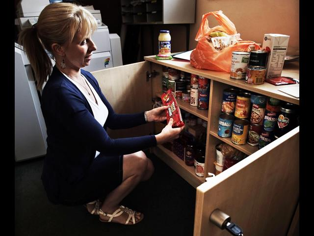 Foodbank_cupboard